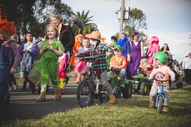 Nati Frinj Opening Parade – Photo Theresa Harrison
